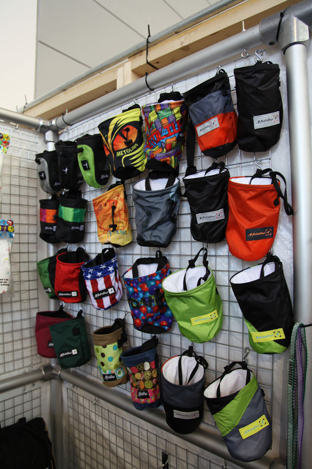 Huge selection of bright and light chalkbags from Metolius, 167 kb