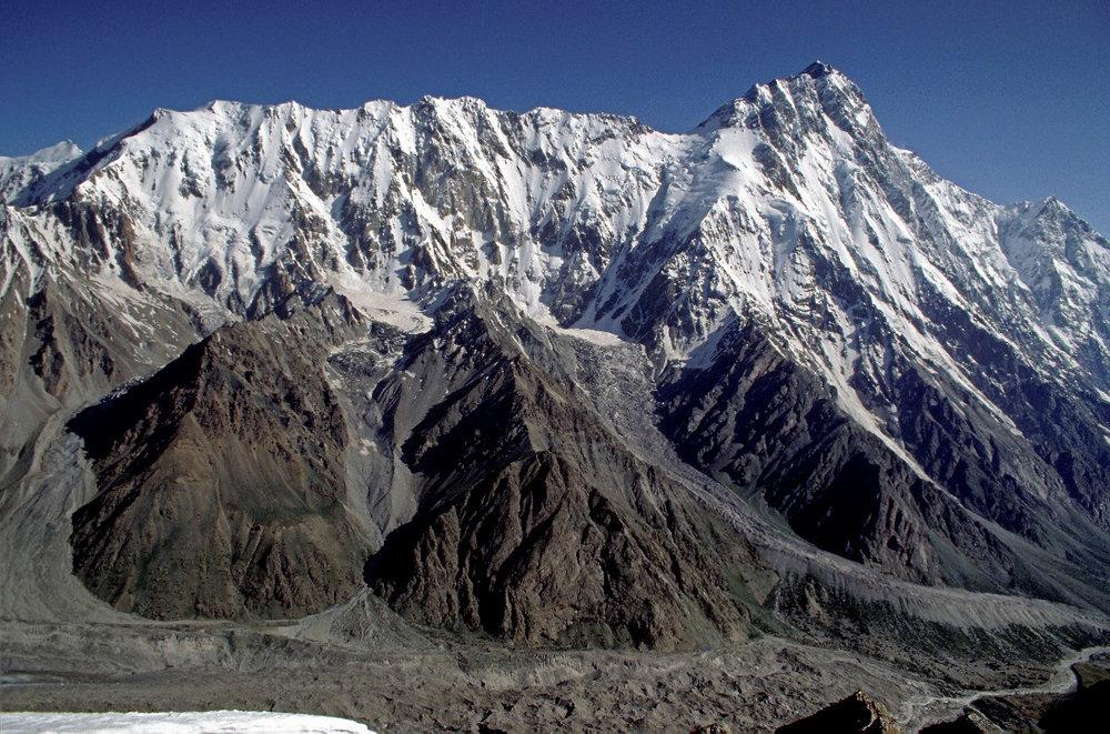 Mazeno Ridge, Nanga Parbat - Doug Chabot and Steve Swenson did the 1st ascent to the Mazeno col with Nanga Parbat, 238 kb