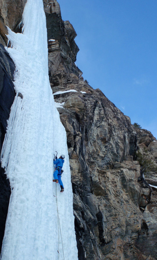 Adrian Nelhams wearing the Tierra Roc Blanc Jacket on Bubble Wrap Blues WI4-5, Takkakaw Falls, BC, Canada  , 122 kb