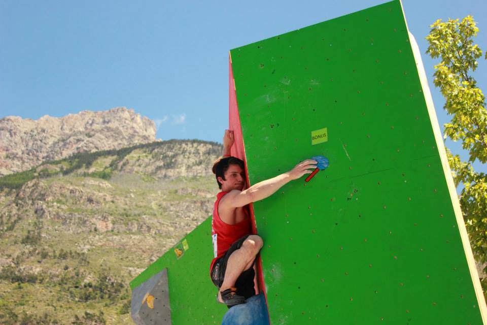 Nathan Philips climbing his way to 3rd place in Argentierre, 2013, 59 kb