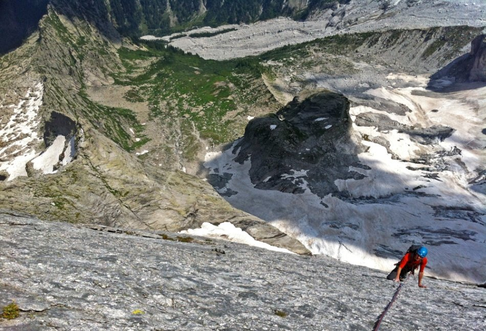Oli Grounsell high on Another Day In Paradise, Piz Badile, 191 kb