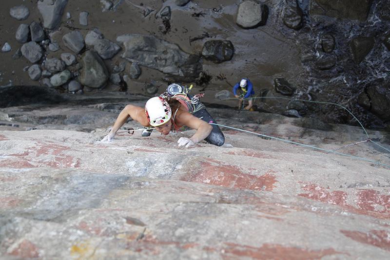 Caroline Ciavaldini having it on Chupacabra, on one of the best crags in the UK... Huntsman's Leap., 71 kb