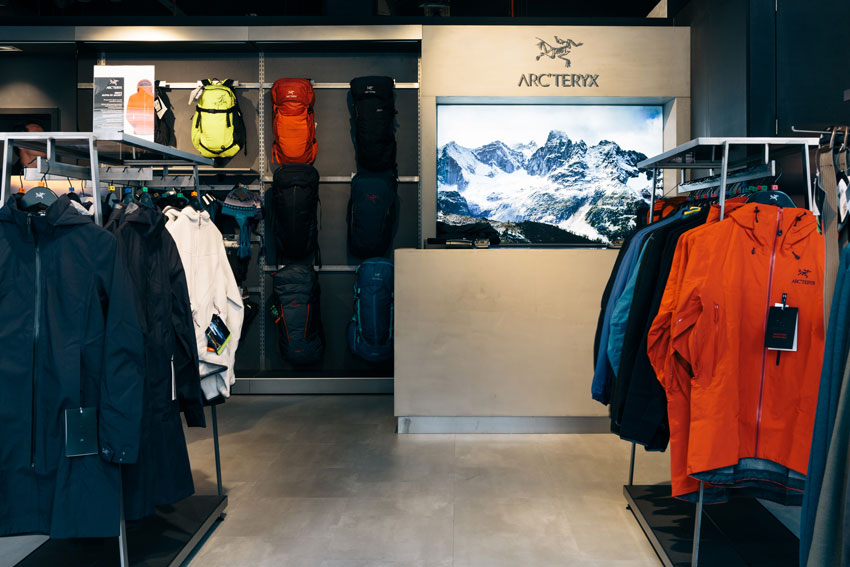 Snow and Rock Arc'teryx Shop, 102 kb