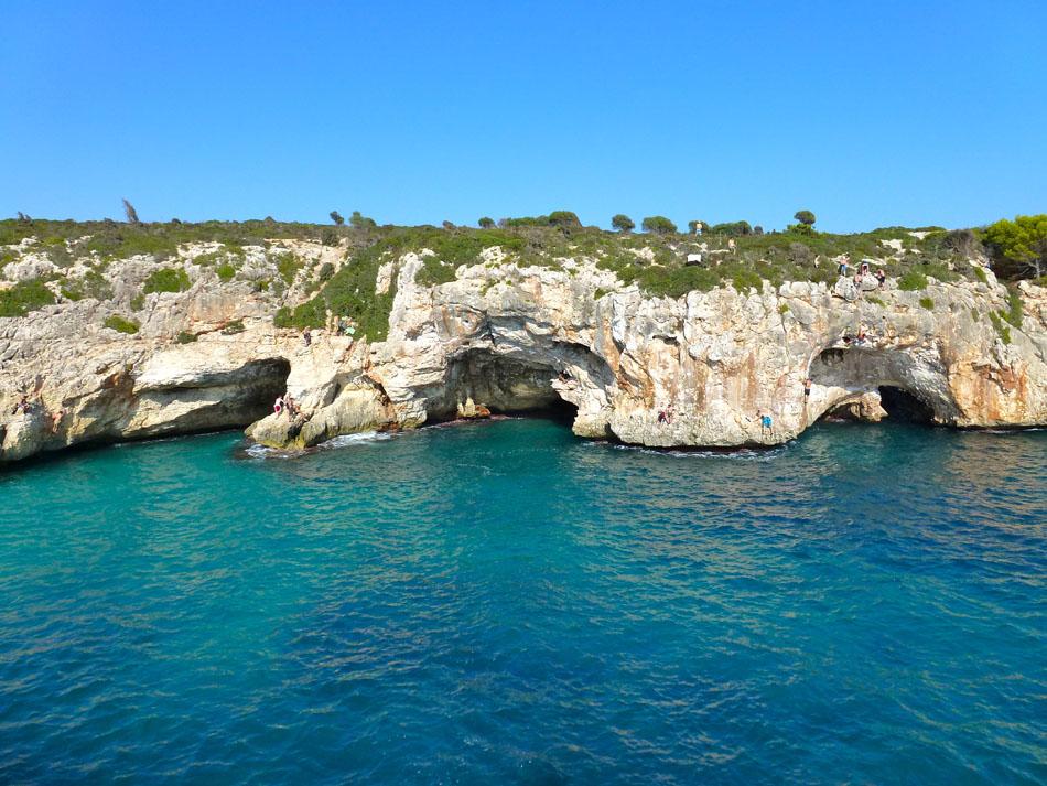 The Cala Barques Caves, 196 kb