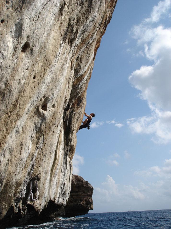 Daimon Beail climbing 'Illuminations' 6b+, Cala Mitjana, 179 kb
