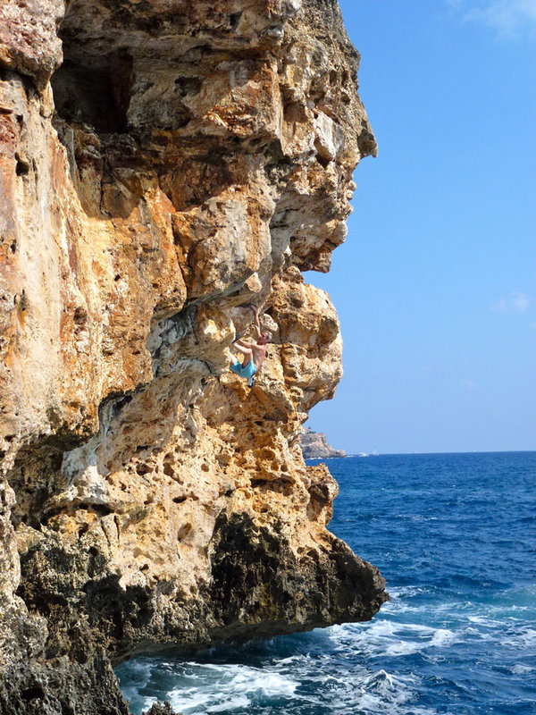 Bernard Exley on 'Mortal Combat' 6b+, Cala Marcal, 191 kb