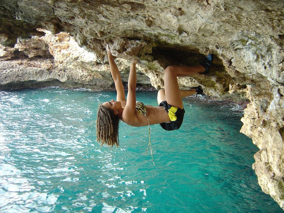 Nuria Valdes climbs 'I Live in a Cave' 6b+, Porto Colom, 249 kb
