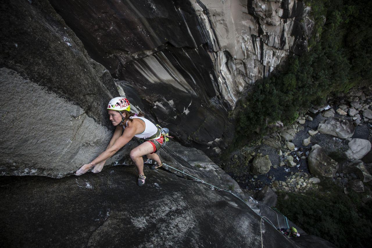 Caroline Ciavaldini on the 6th pitch of Zembrocal, La Réunion, 203 kb