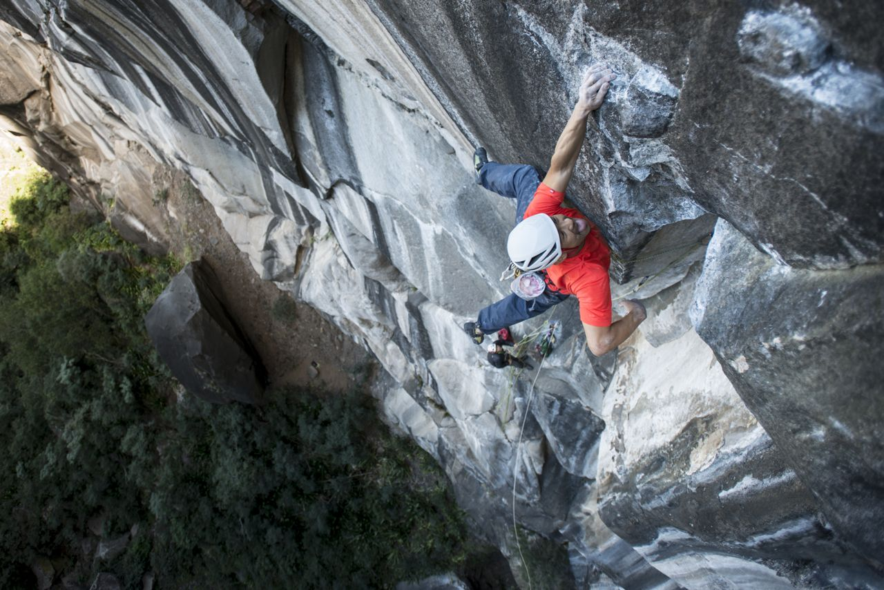 Yuji Hirayama on the 3rd pitch of Zembrocal, La Réunion, 199 kb