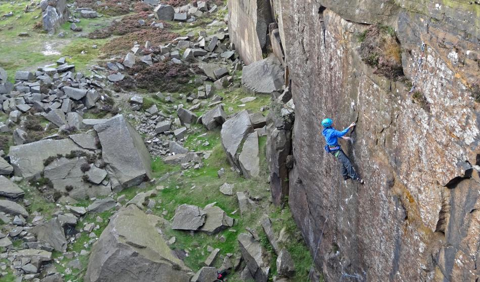 Oli Grounsell on French Kiss, E7/8 6b, Burbage South Quarries, 133 kb