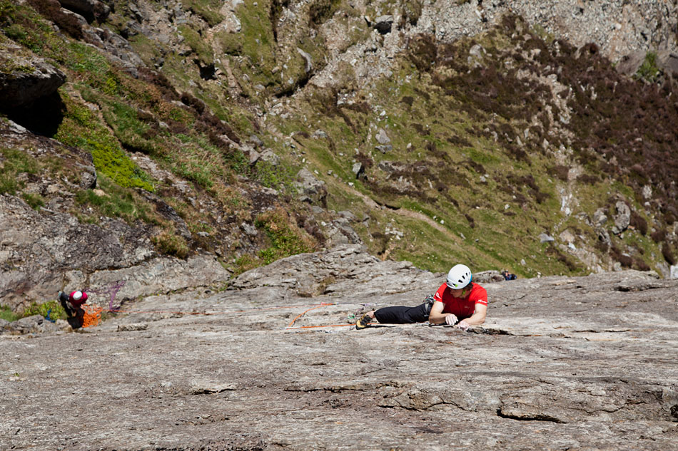 Chrissi Igel on the Llanberis classic Left Wall in the Shield Lite, 224 kb