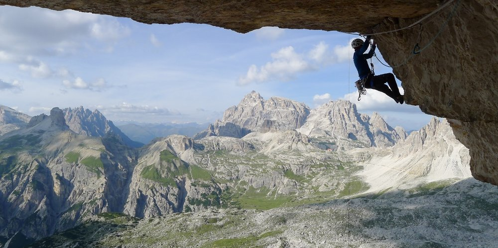 Dave MacLeod on the crux pitch of Bellavista, earlier in the summer, 149 kb