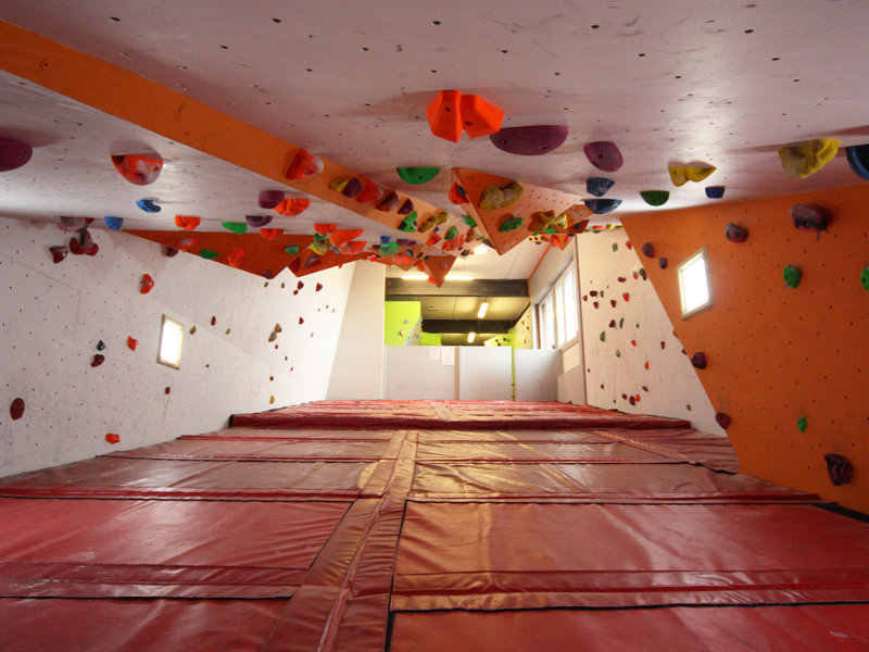 Bouldering Routing Roof at Beacon in North Wales, 130 kb