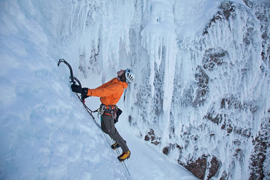 Andy Cave in action in perfect Scottish conditions in the new film Distilled - name that route!, 130 kb
