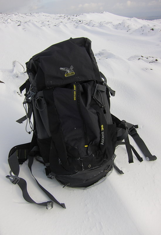 Front pocket, compression straps and stretchy axe/pole loops, 59 kb