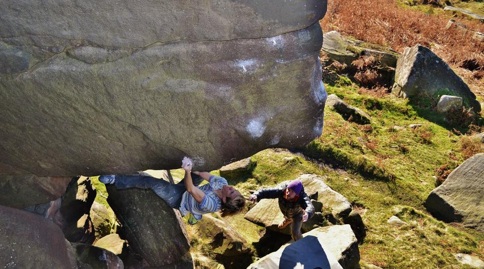 Ed Hamer powering across Cemetary Waits, E6 6b, Stanage, 164 kb