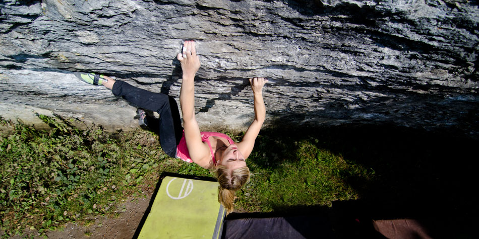 Shauna Coxsey climbing a variation to 'A Bigger Belly' 8A+, 181 kb