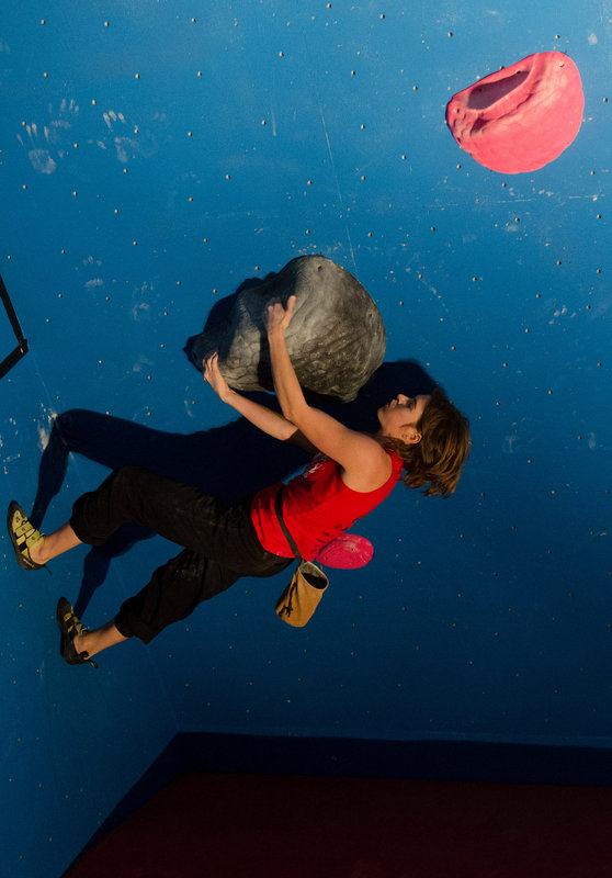 A very 'outdoor' style indoor problem. Audrey Seguy at the Castle Climbing Centre, London, UK. Photo by Aneta Parchanska., 82 kb
