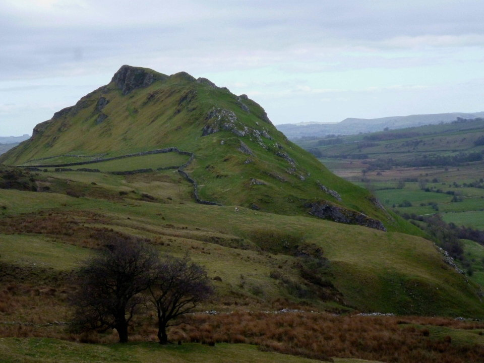 Chrome Hill 442m, the Peak District mini mountain, 106 kb