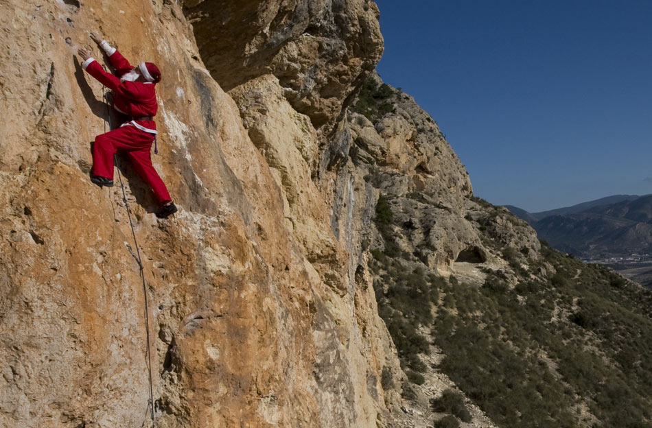Santa spotted sport climbing at Marin, 149 kb