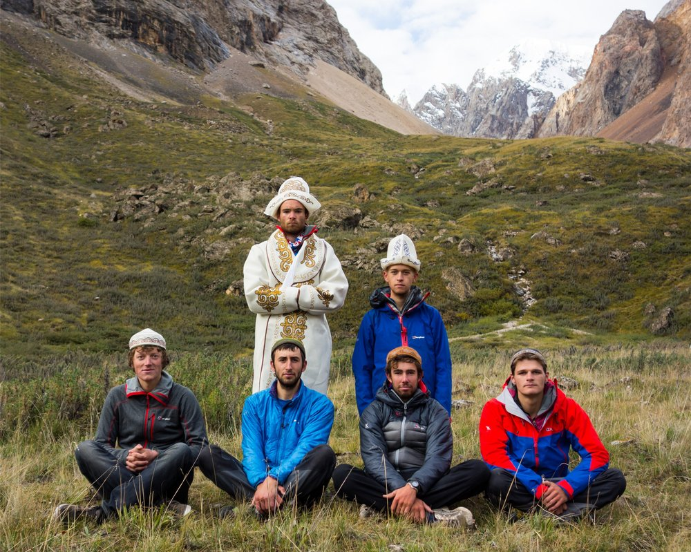 The whole expedition team in basecamp - Photo by Harry Bloxham, 244 kb