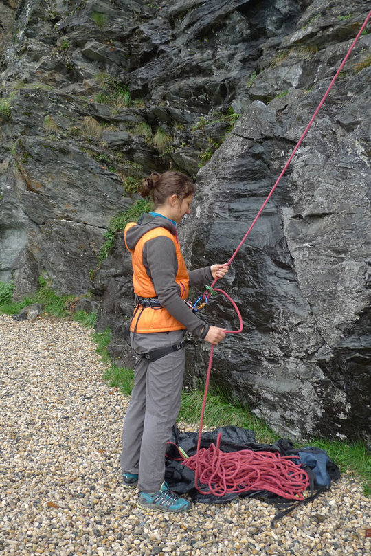 Autumnal belaying in the Jottnar Alfar Jacket, 196 kb