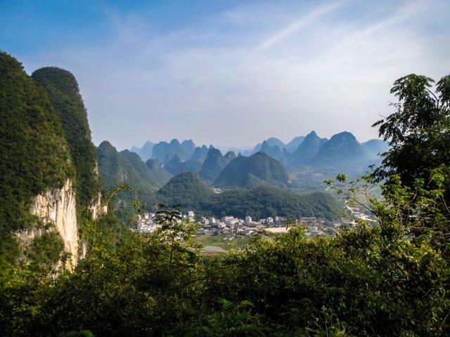 Yangshuo landscape from Moon Hill, 225 kb