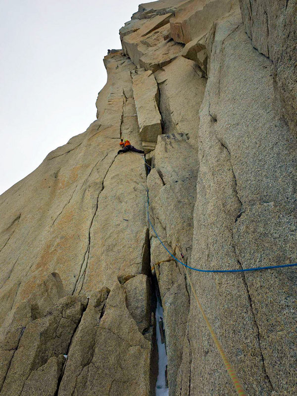 Dave Gladwin on the immaculate hand cracks of D'Artagnan on the Punta Los Tres Mosqueteros, 153 kb