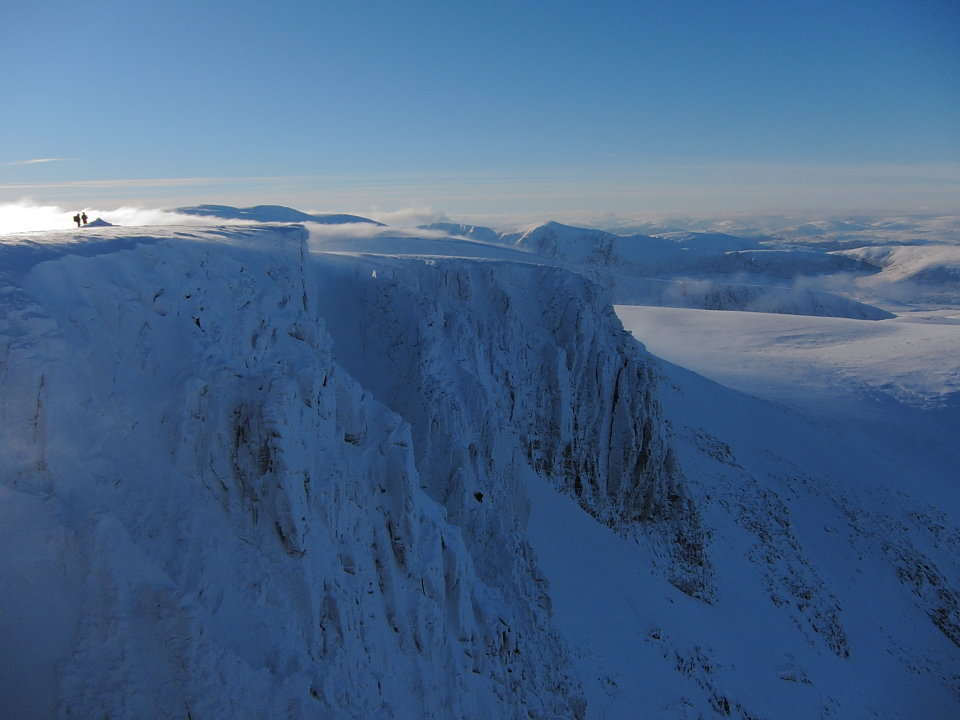 Looking down on Coire an Lochain, 90 kb