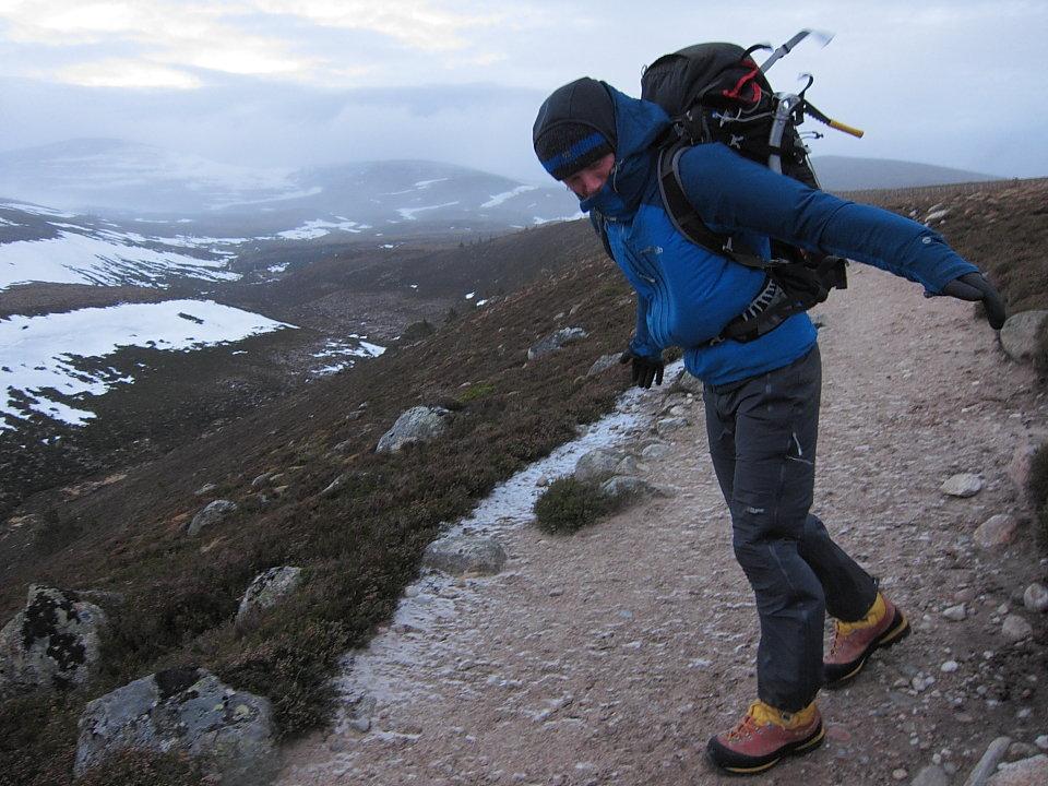 Skytec Argon gloves - fine on a windy walk-in, 155 kb