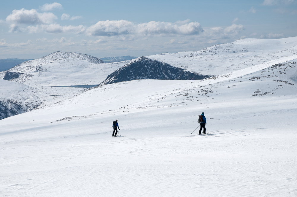 Starting the traverse to Ben Macdui, with Carn Etchachan behind, 112 kb