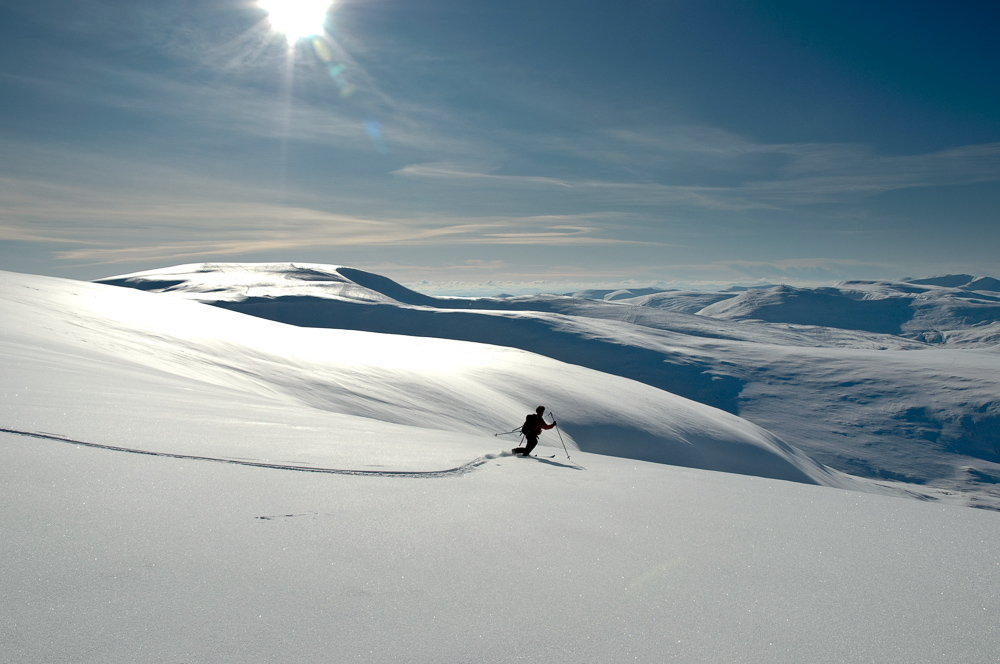 Telemarking in stunning powder on a firm base on Cairn of Claise, 97 kb