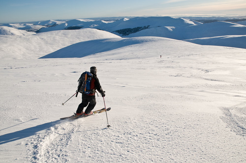 Descending the easy slopes of Glas Tulaichean, 160 kb