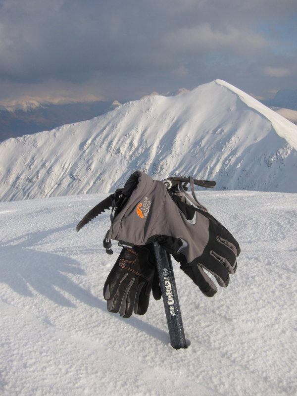 Raptor gloves hung out to dry on Beinn a' Bheithir, 84 kb