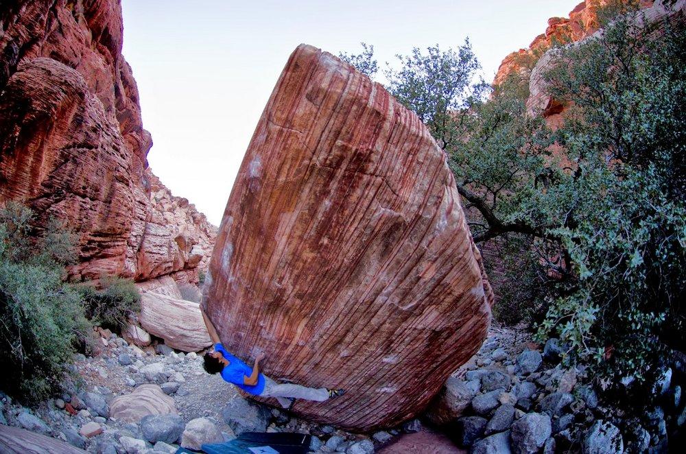 Niccolò Ceria on Meadowlark Lemon, ~8B+, Red Rocks, NV, 213 kb