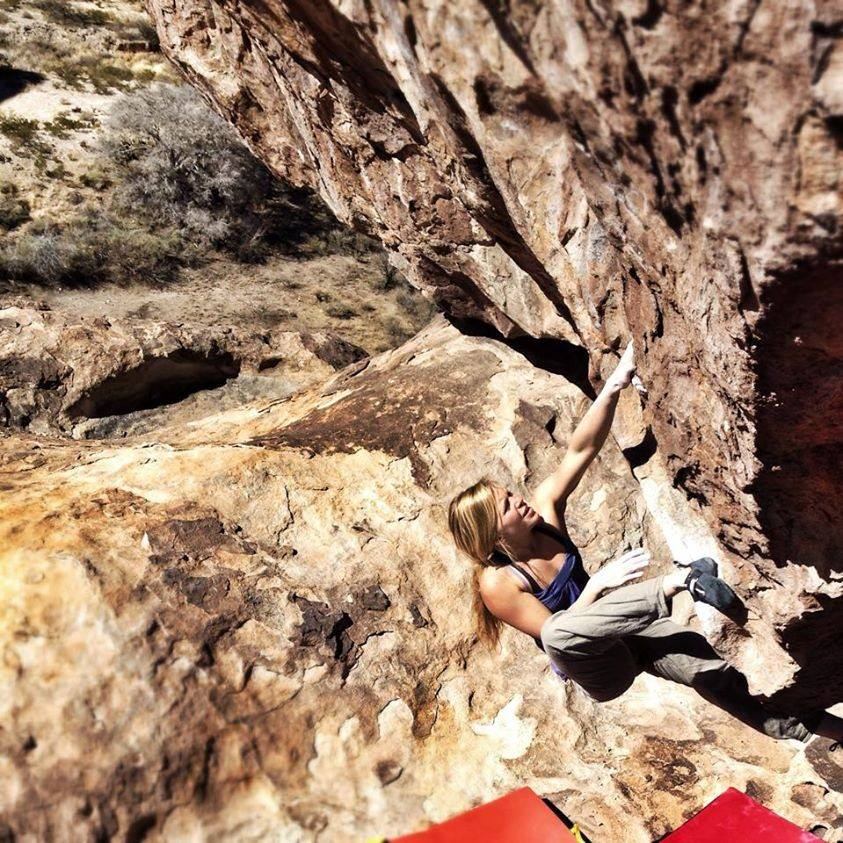Mina climbing the steep and powerful Le Chninkel, 8A, Hueco Tanks, 162 kb