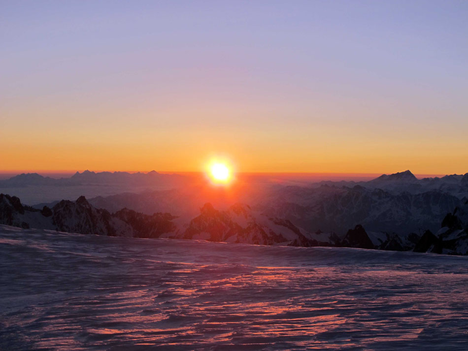 Sunrise on the summit of Mont Blanc, 98 kb
