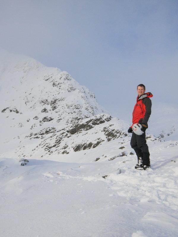 Arc'Teryx Cam SV gloves en route to Beinn a' Chaorainn's east ridge, 73 kb