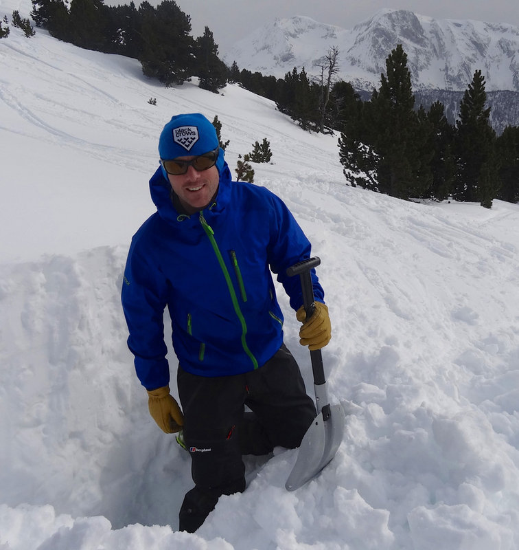 Starting the long, wet process of digging a snowhole. The Antelao held out longer than I did - we bailed!, 117 kb