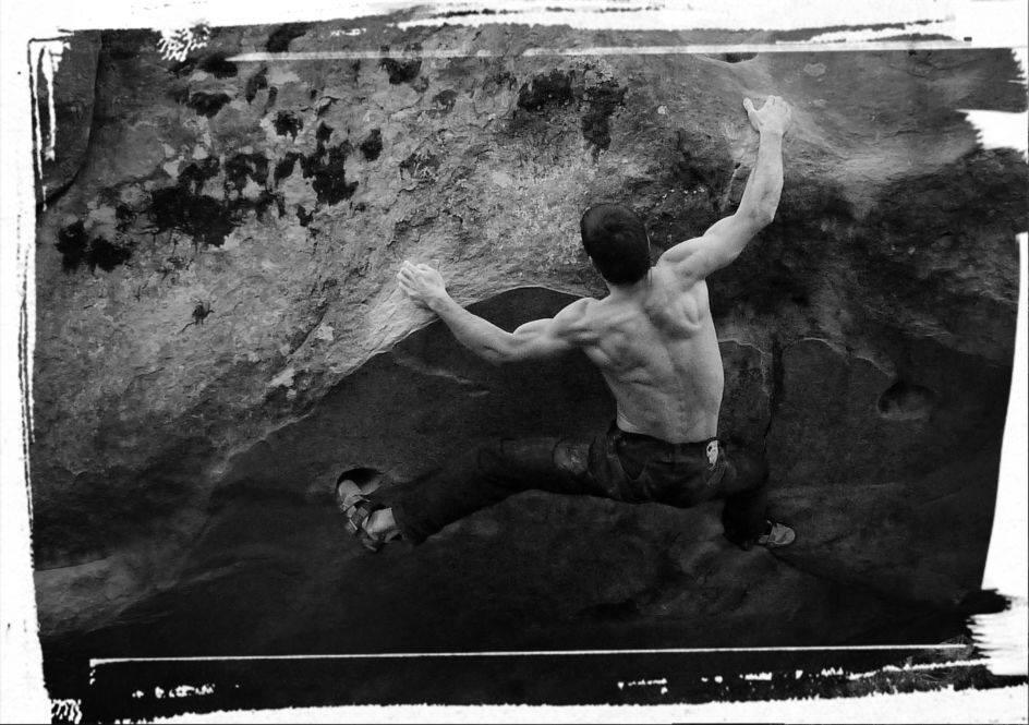 Iker Arroitajauregi on Jour de Chasse, ~8C, Fontainebleau, France, 91 kb