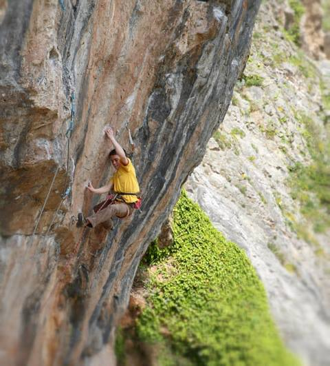 Jim Pope on Cider Soak, f8a at Ansteys Cove, 48 kb