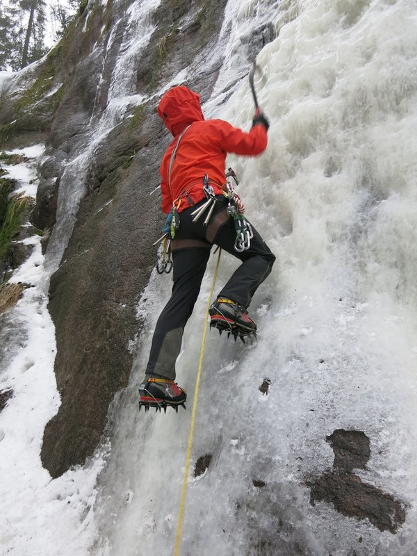 The Alpha Comp Hoody - a thoroughbred ice climber's jacket, 114 kb