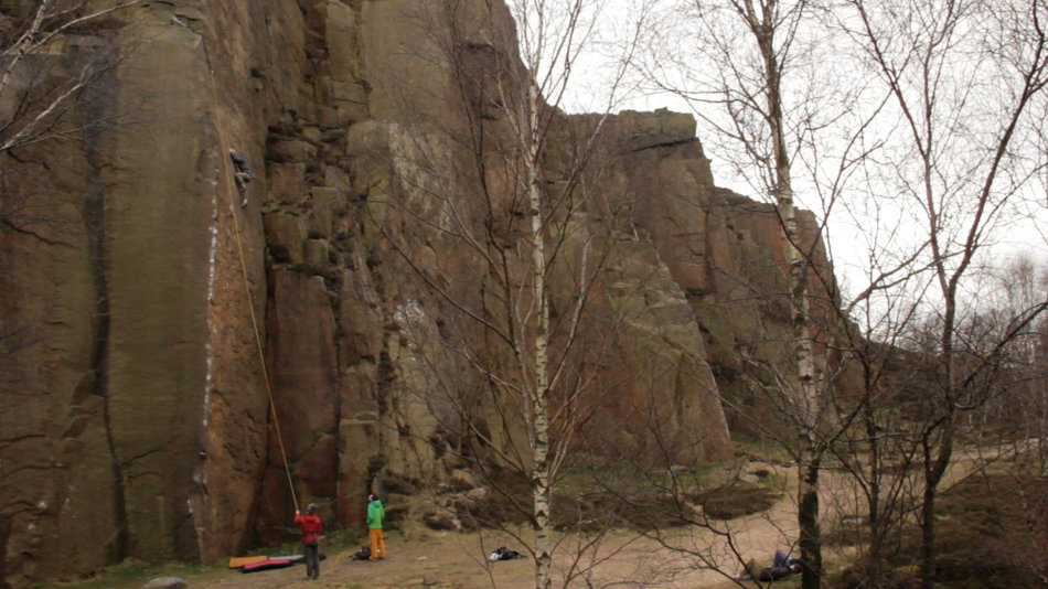 Tom Randall practicing Pure Now, E9 6c, Millstone, 144 kb