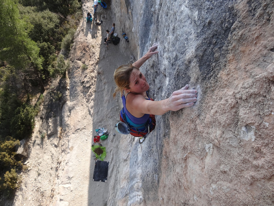 Katy fighting the pump on China Crisis, 8b+, Oliana, 231 kb