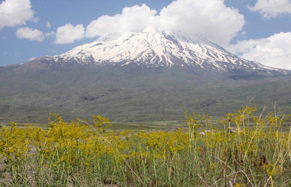 Mount Ararat in June, snowline at about 4000m, 144 kb