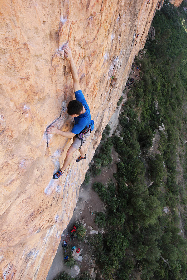James McHaffie warms up on a fantastic, long 7a+ at Chulilla, Spain, 225 kb