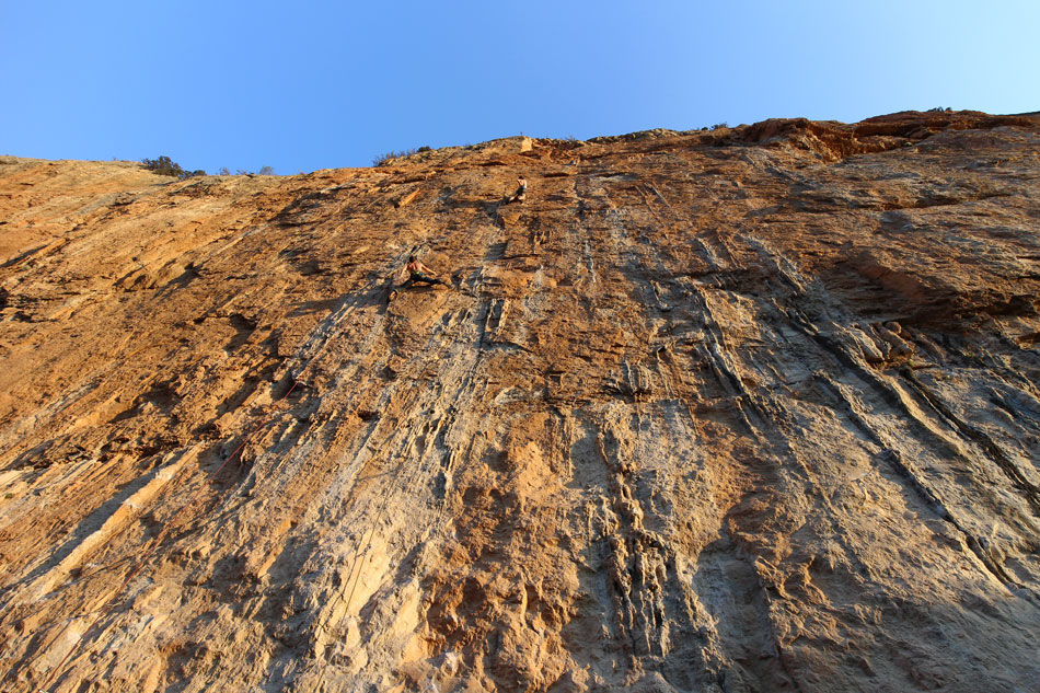 James McHaffie (centre) casually onsighting a 7c+ stamina route at Chulilla, Spain, 225 kb