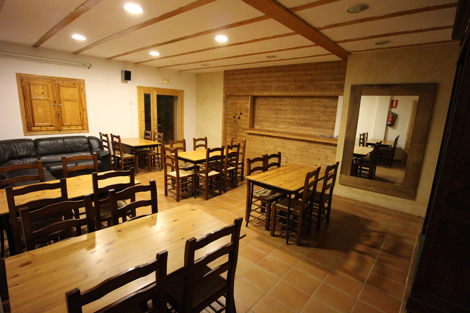 The dining room of hostel El Altico, 166 kb