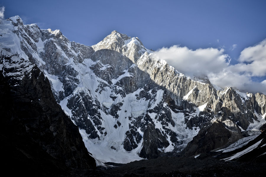 Southwest face of Kunyang Chhish East, 7,400m, 145 kb