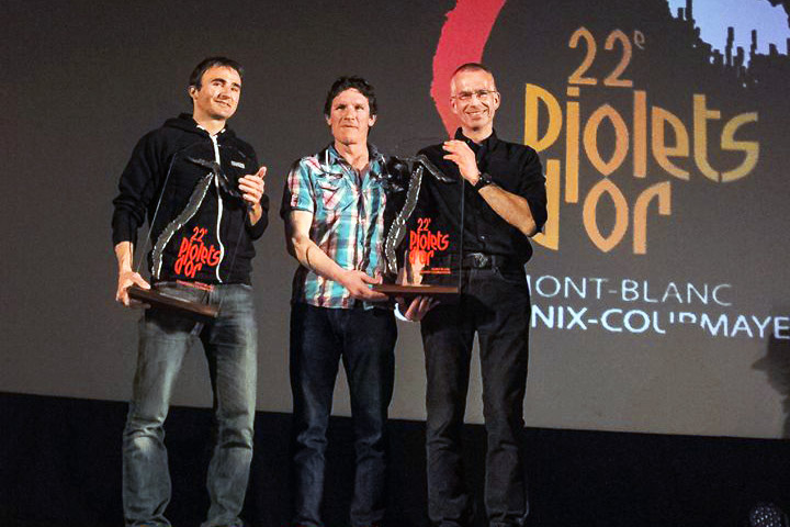 Ueli Steck, Ian Welsted and Raphael Slawinski with their golden ice axe awards, 90 kb